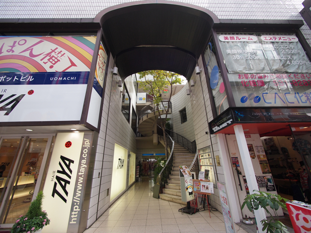 で、実際に小倉の美容院が入っているビルも超スタイリッシュなわけよ。階段が。