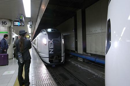 増結車両ももちろんN'EX。新しい仮面ライダーみたいな電車だ。