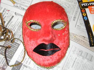 唇大きく切り過ぎた!!と思いつつも乗せてみたらちょっとこれトランプマンに似てた。