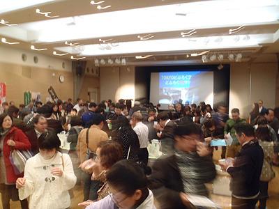 どぶろくフェス会場の浜離宮朝日ホールは大盛況。