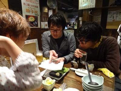 左から林(痔ろう)、西村(不明)、私(キレ&イボ)痔主の三人が集う。酒の肴は林の診断書である。