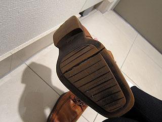 2年ほど前から靴底がずっと割れたままだ