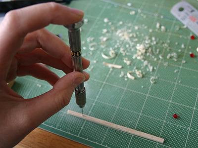 ピンバイスで串のささる位置に穴を開けたり。
