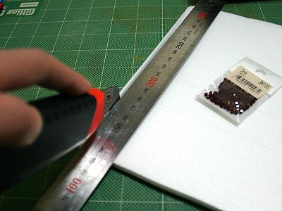 今度は、もっと加工しやすくスチレンボードで枠を作る。