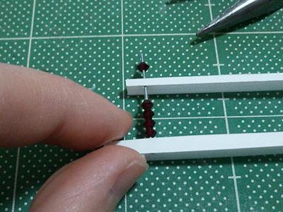 小さくて測るのが面倒なので、作りながら長さを決めていった。