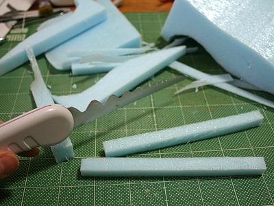 スチロール用カッターでさくさく枠を切り出す。
