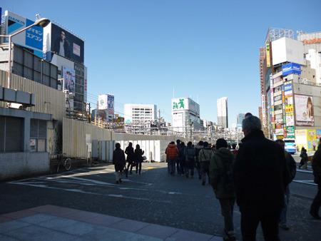 なんだか殺風景になった新宿東口