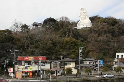 東海道線ユーザにはおなじみ、大船観音