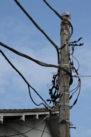 この木目、この配線、紛う事無き木製電柱