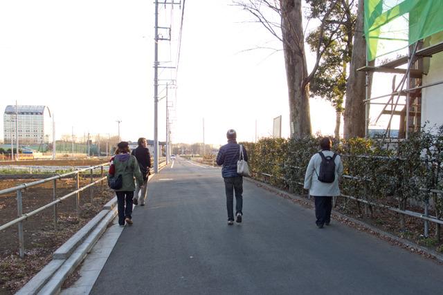 この道路は「インフラ」である道路ではなく、元あぜ道を拡幅したもの。そう、いままさに市街地化しようとしているのだ。