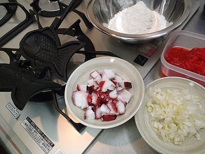たこ、小麦、卵、ダシ汁、紅しょうが、ネギ。たこ焼きはこの材料でいいでしょうか?たこ焼きスキルが低過ぎて分かりません。