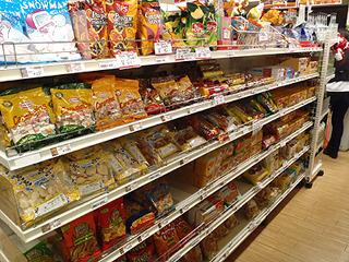 外国行くと大体現地のスーパーに行ってお土産用お菓子を沢山買います。
