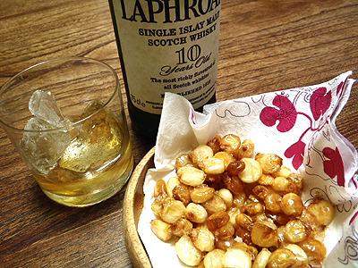 ミックスナッツに入っているぐらいだから当然ウイスキーにも合う。茹でたて落花生というのは食べた事があるが、揚げたてジャイアントコーンは初めて。これはいい!酒が進む。