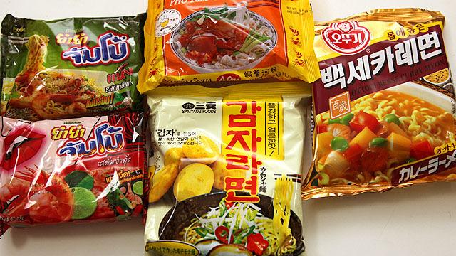 タイとベトナムと韓国の即席ラーメンをゲット。