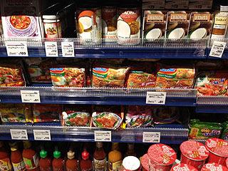 タイ食材は人気があるのか種類が豊富。