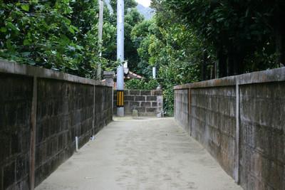 沖縄では路地の突き当たりに