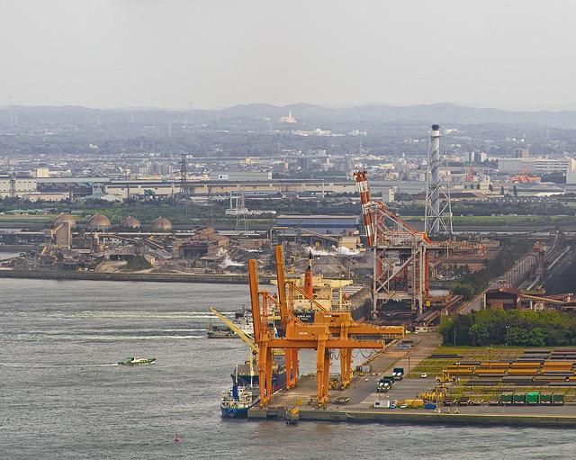 千葉港、製鉄所のキリン。奥と手前で種が異なる。