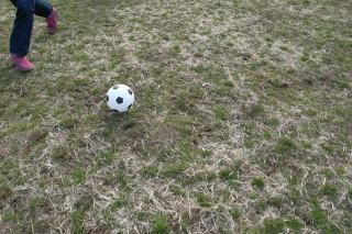 ボールは安藤さんの足元へ
