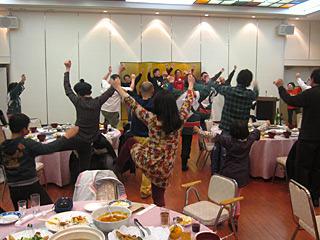 反省会で、なにを踊っているかは内緒だ。