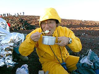 先生よろしくおねがいします!ライターの松本さんは山の専門家。こんな山向けのiPhoneアプリも作っています。