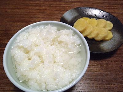さけちゃ漬けは漬物と一緒に食べたら結構美味しかった。こうなると米は関係なくただ酒だ。残すものか!