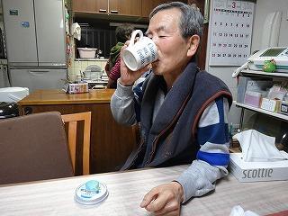 テーブルにあるのは自作のカップ蓋