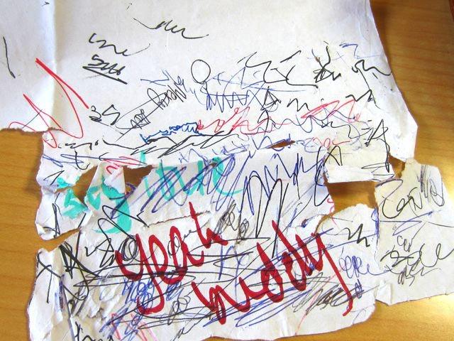 ケニアの試し書き。紙の質が悪いせいか、保存に苦労されてるとか。
