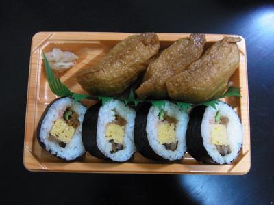 という訳で次のエントリーは助六寿司(こちらもコンビニで398円)
