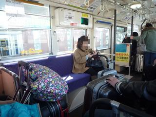 リムジンぽさはない普通のバスな車内。