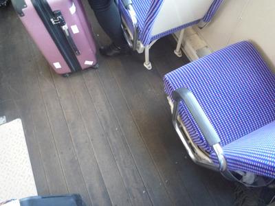 だって足下は木張り床だもの。