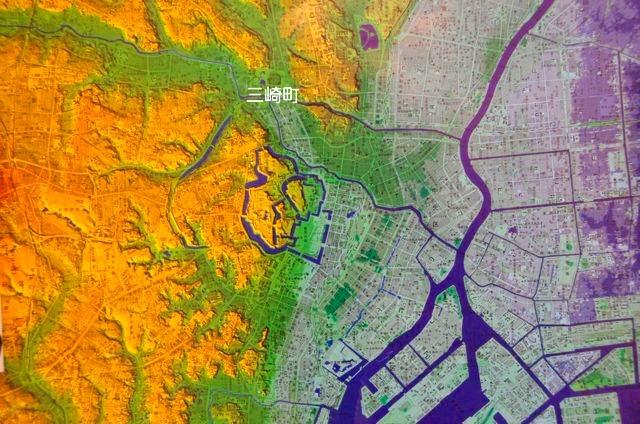 陰影段彩図。日本地図センター発行の1:25000デジタル標高地形図より