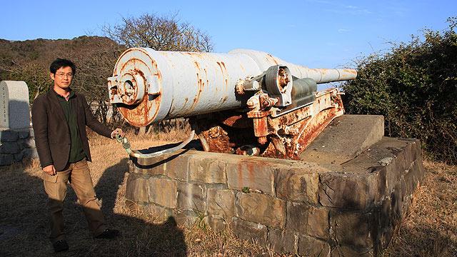 こんな大砲が海辺で野ざらしになっている。