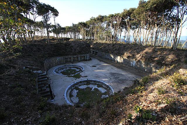 砲台部分は掘り下げられているため隠れている。