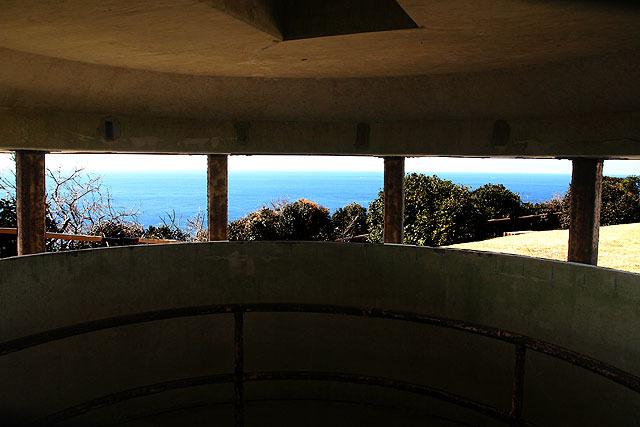 階段を上がった先が観測所。