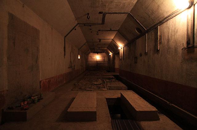 説明板には「砲動力機室」と書いてあった部屋。