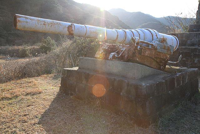 そこに唐突に置いてある艦砲。こんなのちょっと見たことないよ!