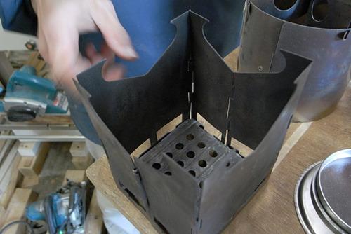 これは折りたたみ式のもの。こういうヒンジ(ちょうつがい)があるタイプは熱で変形して折りたたみが出来なくなる場合がある。