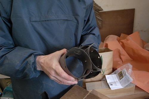 こちらはもっとシンプルな円筒形のもの。はずしてたたむことができる。