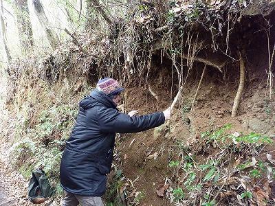 ピッケルを借りてオサ掘り初挑戦。