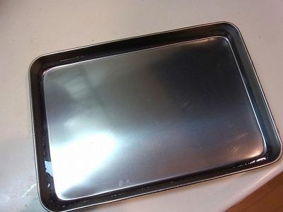 早速氷の板を作ろう。包丁の型を取るよりずっと簡単だ。