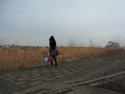 そして場面は一転。わざわざ河原にやってきました。