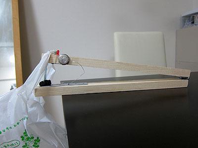 2号機である。初号機は歯が厚すぎてなかなかグミが裂けなかったため、もっと薄い金具に変更。あと、おもりは水をやめて袋にした。ここに固体のおもりを詰めることにしよう。