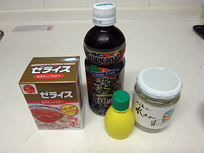 材料はゼラチン、ジュース、レモン汁、水飴
