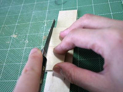 ベニヤ板をサイズどおりに切断。