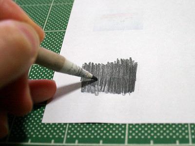 挙句の答えがこれだ、人力カーボン紙。絵の裏に鉛筆粉をなすりつけよう!