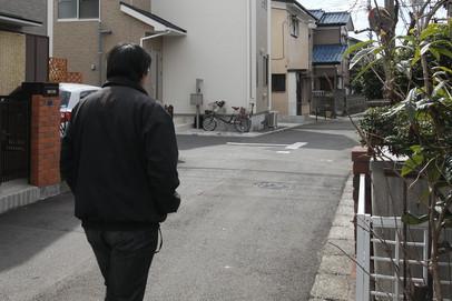 午前10時頃の住宅街は、静まり返っていて不気味だ