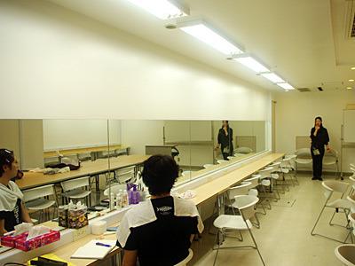 ステージ用ということで、このくらいの距離でちょうどいいメイクだそうです。武道館最前列くらいですかね。