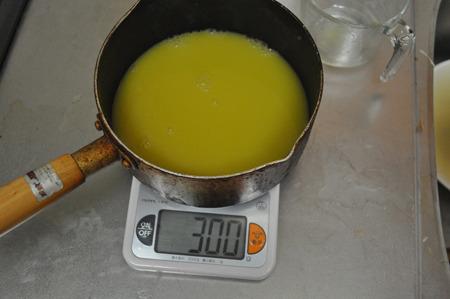 300グラム位のハンバーグが食べたいならば、300グラムのみかんジュースを用意します。