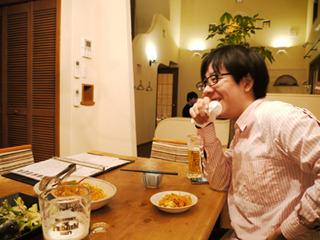 「勝手に上がりこんで飲んでるみたいな感覚」と吉田