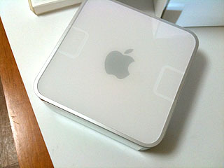 開発に使っているMac mini。メモリは増設して8GBにしてHDDはSSDに載せ替えた。